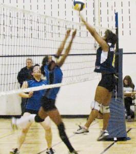 Athenas advance in junior bracket
