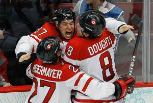 Sidney Crosby celebrates his golden goal with Team Canada teammates Scott Niedermayer and Drew Doughty. (REUTERS)
